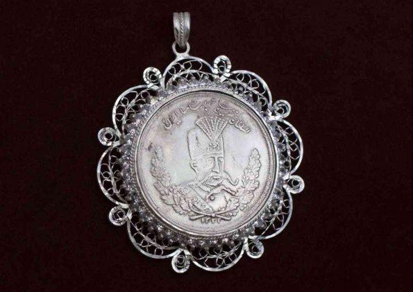 مدال سکه طرح جواهر و ملیله M1009